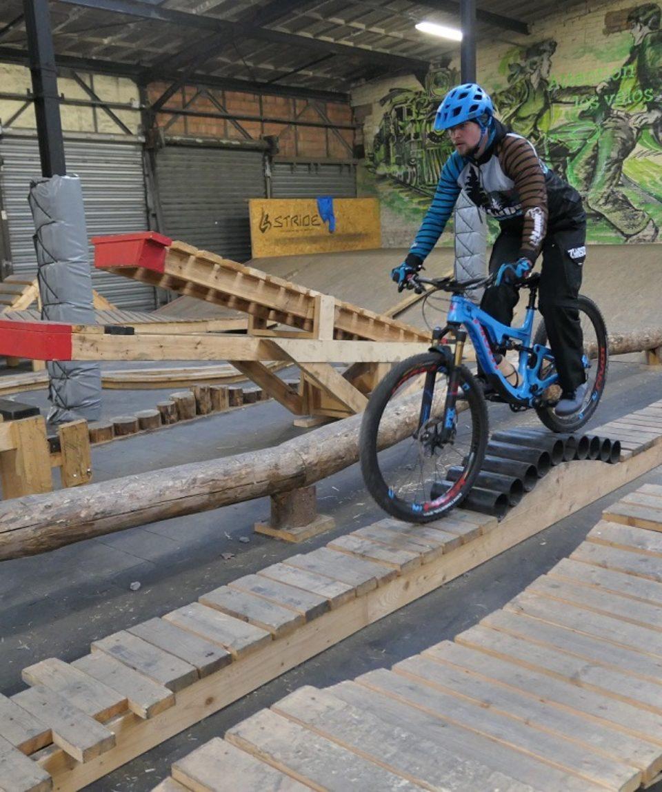 Zahlreiche Übungsvarianten im Indoor-Bikepark