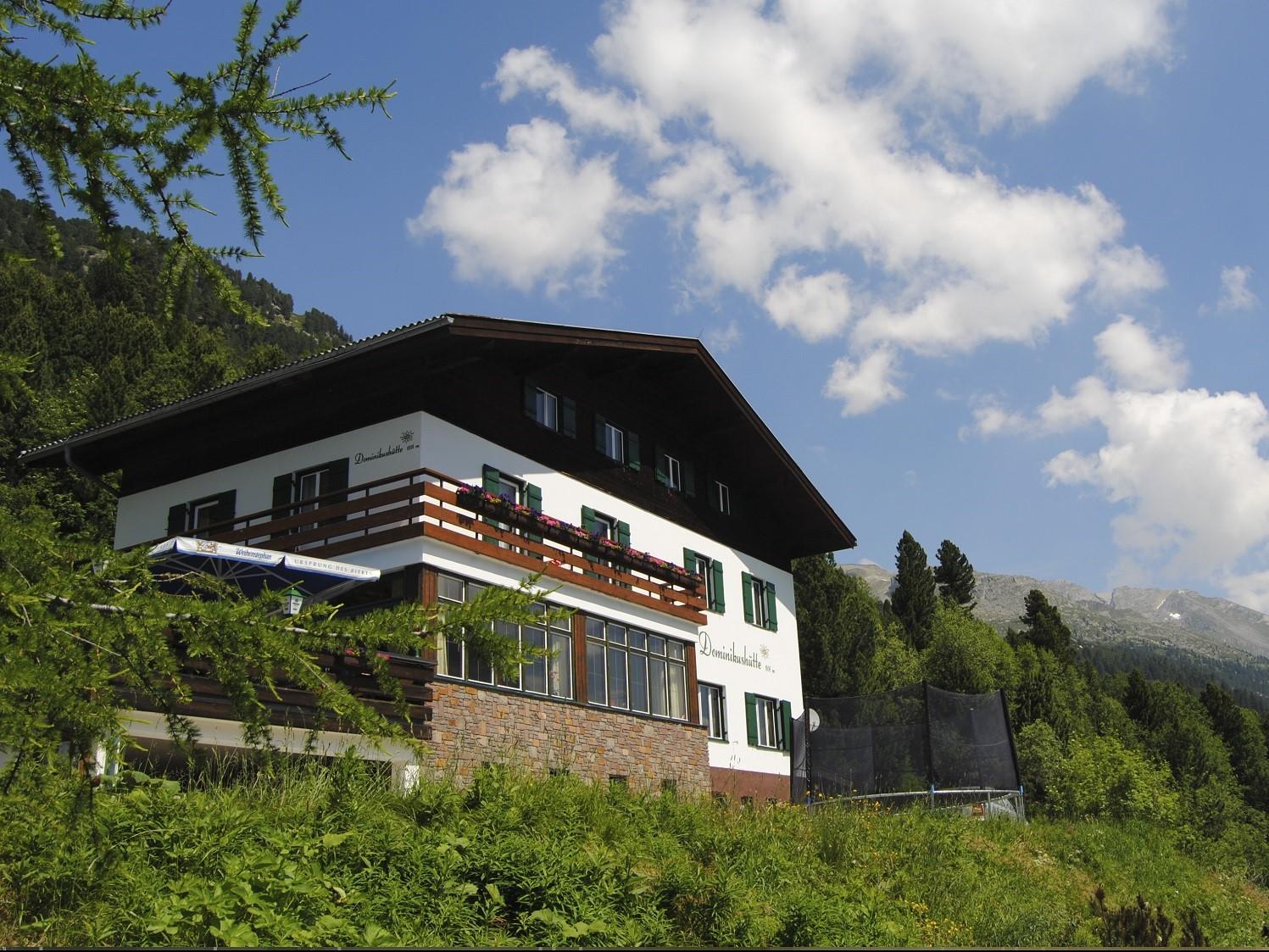 Das beitune Partnerhotel Dominikushütte liegt idyllisch am Schlegeisspeichersee oberhalb von Mayerhofen