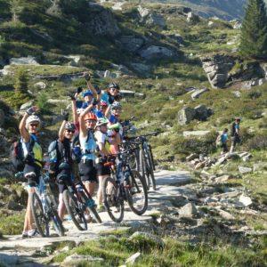 Am Morgen der zweiten Etappe machen wir uns bei der Frauen-Transalp auf den Weg und überqueren den Alpen-Hauptkamm